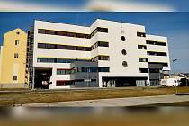Jedna část opravované nemocnice v Chebu je hotová. Ta další teprve na realizaci čeká.