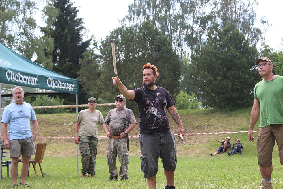Vrhači se utkali o stříbrný tomahawk.