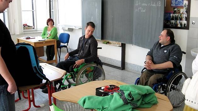 JEDLIČKŮV ÚSTAV v Praze a jeho klienty (na snímku) navštívili studenti chebské Vyšší odborné školy.