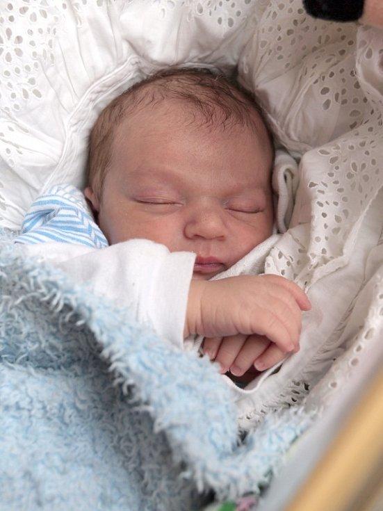 MAREK MATTA bude mít v rodném listě datum narození úterý 18. prosince v 7.20 hodin. Vážil 4 200 gramů a měřil 51 centimetrů. Maminka Jana a tatínek Marek se těší z malého Marečka doma ve Vojtanově.