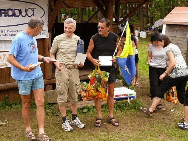 Tři nejlepší v kategorii H 65 na třídenních závodech Advanta Cup. Zleva Jan Sklenář (Mar. Lázně), Oldřich Vlach (Ostrava) a Jan Fišák (Mar. Lázně).