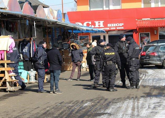 Jedna z posledních kontrol na asijské tržnici se odehrála ve Svatém Kříži u Chebu.