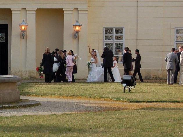 Na zámku Kynžvart se vdávala i modelka Andrea Verešová.