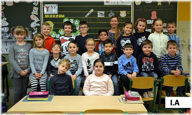 Žáci 1.A4. základní školy Cheb se svou třídní učitelkou Janou Vozkovou.