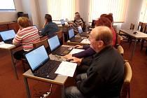 O POČÍTAČOVÝ KURZ v prostorách chebské knihovny je nebývalý zájem. Nový začne v březnu.