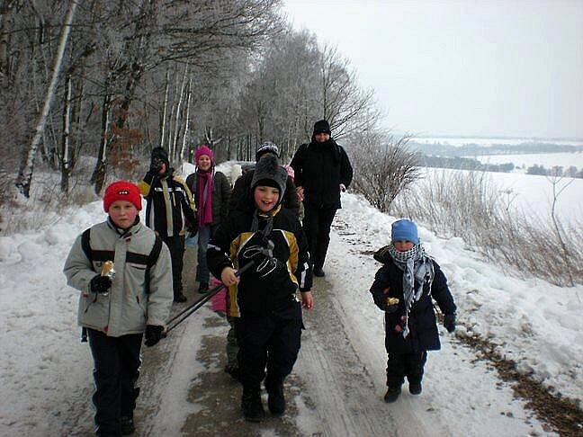 NÁVŠTĚVY ÚTULKU v Horní Hraničné se staly oblíbenou dětskou zábavou. Pravidelně vyráží na akci S pejsky nás baví svět.