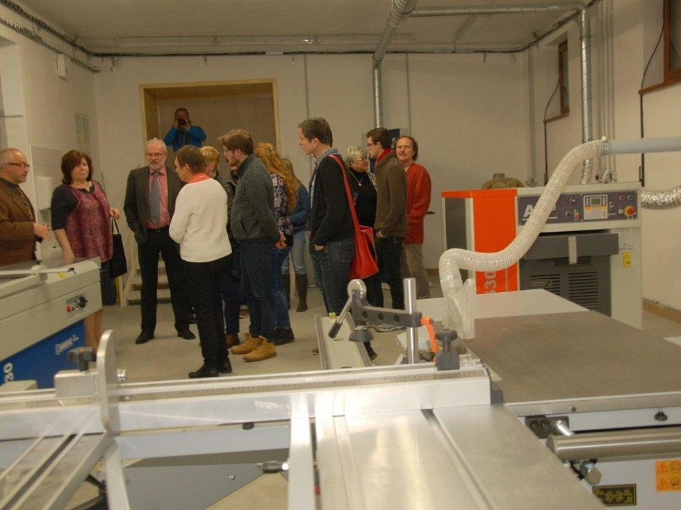 Široké veřejnosti se otevřelo Centrum dřevozpracujících oborů v Chebu nově zrekonstruované za celkem 25 milionů korun.