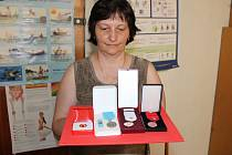 Dárců v kraji ubývá. Přitom ty, co zůstávají, každoročně oceňuje Oblastní spolek Českého červeného kříže třemi různými medailemi za určitý počet krevních odběrů.