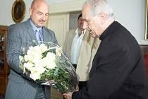 Františkolázeňský starosta Ivo Mlátilík a plzeňský biskup František Radkovský