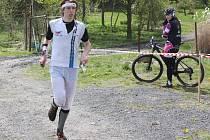 Závody orientačních běžců.