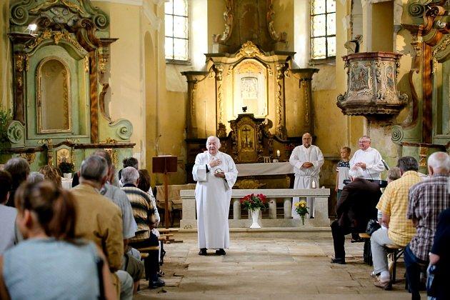 Mše v kostele svaté Anny v Paliči.