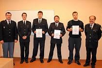 Hned dvacet hasičů z jednotek sborů dobrovolných hasičů na celém Chebsku složilo letos úspěšně zkoušky a získalo tak stupeň odbornosti číslo tři.