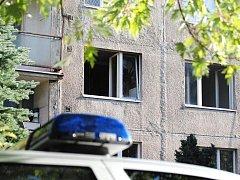 V chebské Šeříkové ulici došlo k explozi a následnému požáru jednoho z bytů v domě číslo 9. Podle dostupných informací tu byla nejspíš varna