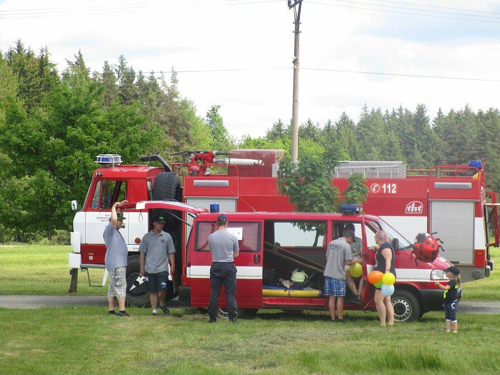 U Sboru dobrovolných hasičů je zhruba padesát hasičů a dvacet dětí. Ve výjezdové jednotce je pak šestnáct členů.