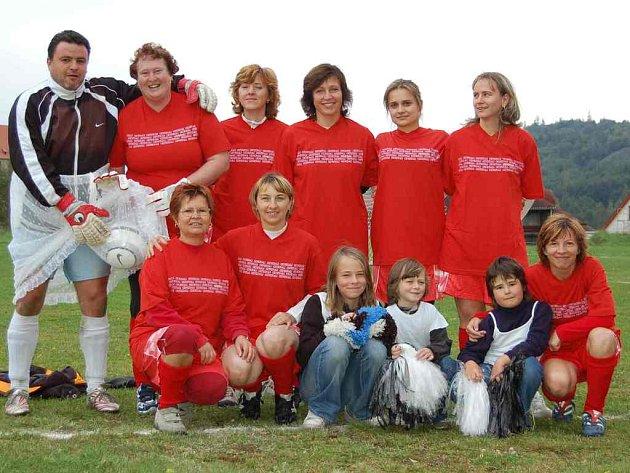 Netradiční fotbalové klání v Libé vyhrálo ženské družstvo