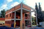 V Pomezí nad Ohří pokračuje zdárně pokračuje stavba nového obecního úřadu. Novostavbě musela ustoupit stará budova školy, která nebyla využita. Nová budova bude bezbariérová.