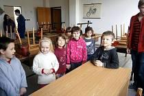 V RÁMCI DNE OTEVŘENÝCH DVEŘÍ 3. základní školy v Chebu zavítaly do jejích prostor děti z mateřské školy. Ty si vyzkoušely roli školáků.
