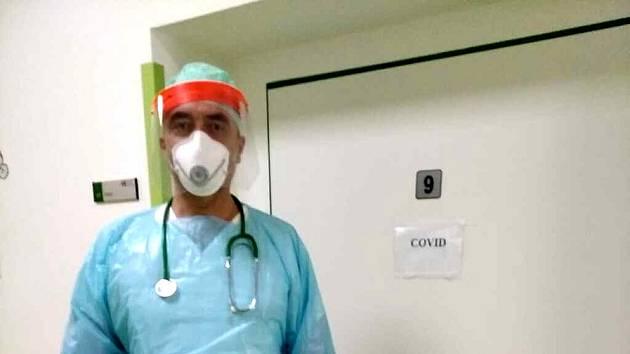 Armádní lékař Vladimír Pavlík posílil spolu se svou kolegyní chebskou nemocnici.