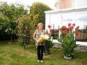 O první místo v kategorii originálních nápadů na květinovou výzdobu nemovitostí se podělili manželé Pližingrovi s Květou Zilvarovou