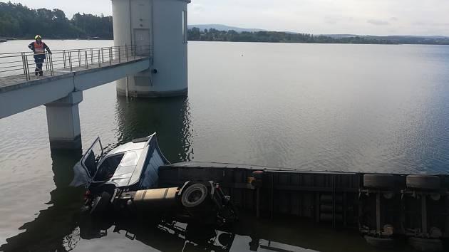 Nehoda na hrázi přehrady Jesenice.