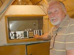 Vnitřní prostory jedné ze seismických stanic v Novém Kostele na Chebsku, ukrývají několik měřících zařízení zemětřesení.