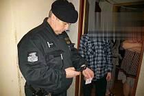 Během kontrol ubytoven v Chebu a v Mariánských Lázních policisté zkontrolovali více jak čtyřicet cizinců