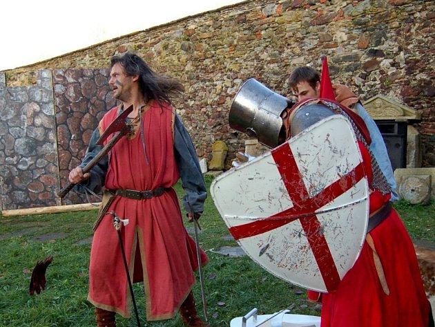 Zavírání Chebského hradu v podání skupiny historického a divadelního šermu Rectus