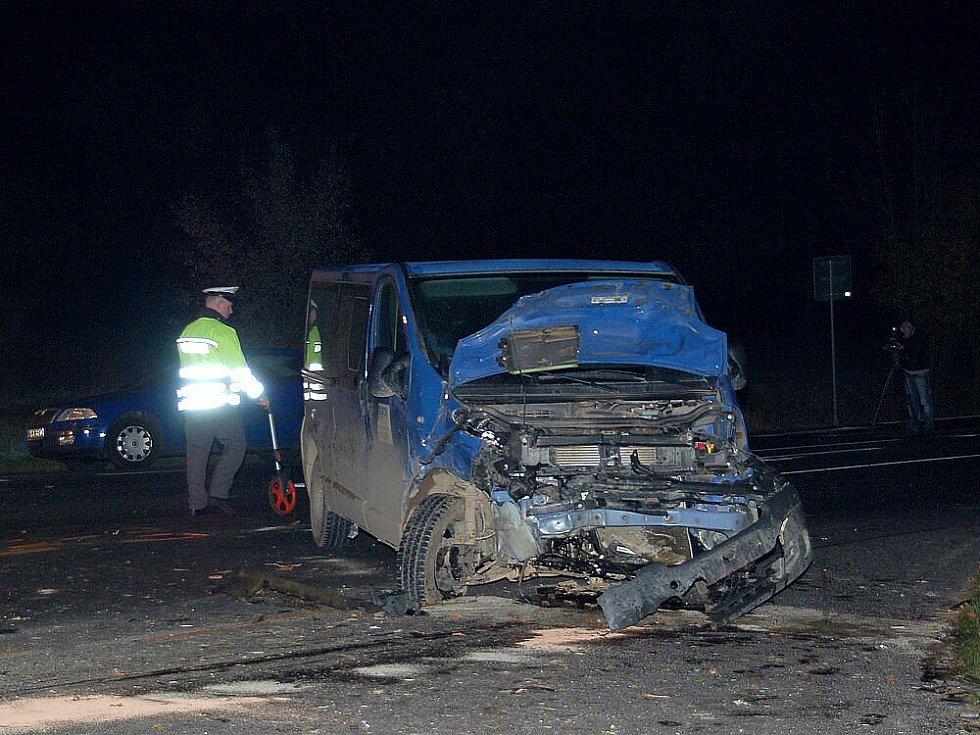 Křižovatka na silnici I/21 u Františkových Lázní (u Benziny) si vyžádala další oběť. Srazila se tu dvě osobní auta.