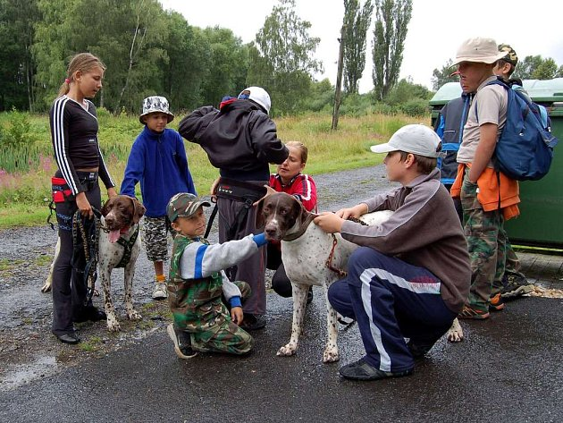 Výlet do psího útulku se skautům líbil