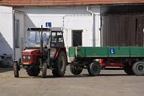 STUDENTI ze západních Čech se na školním statku v Chebu zúčastnili tradiční jízdy zručnosti s traktorem. Ze všeho nejdůležitější byla rychlost a bezchybnost jízdy.
