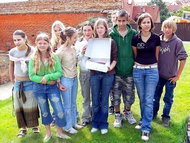 Školáci, kteří získali ocenění v soutěži pořádáné chebským muzeem.