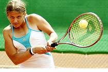 MICHAELA JIRSÁKOVÁ z  ČLTK Praha zvítězila na turnaji  třídy B v kategorii starší žákyně, který se konal na tenisových dvorcích chebského tenisového klubu, když ve finále porazila.....