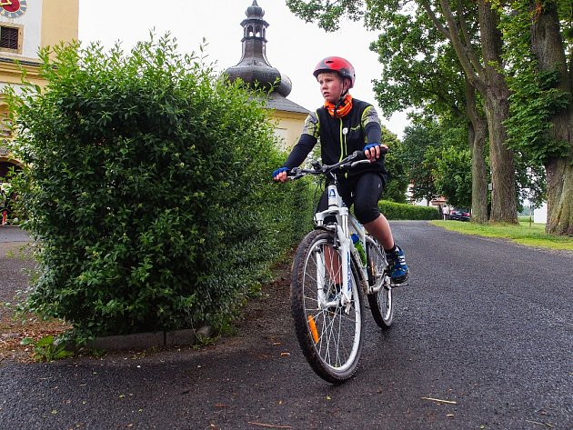 POUTNÍ MARATON šlo zdolat nejen po svých, ale také třeba na kole.