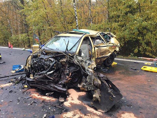 Tragická dopravní nehoda se stala v úterý odpoledne mezi Chebem a Dolním Žandovem.