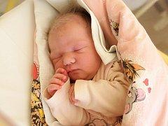 VALENTINA TULEJOVÁ se poprvé rozkřičela v pondělí 17. února v 6.40 hodin. Na svět přišla s váhou 3 620 gramů a mírou 52 centimetrů. Doma v Chebu se z malé Valentinky těší bráška Damiánek, maminka Nina a tatínek Marián.