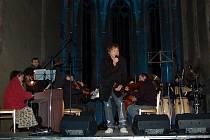 Koncert Petra Kotvalda v Chebu