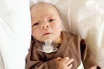 JAN PROKOP bude mít v rodném listě datum narození v pátek 23. května v 19.40 hodin. Při narození vážil 3 470 gramů a měřil 50 centimetrů. Maminka Iveta a tatínek Jan se radují z malého Jeníčka doma v Chebu.