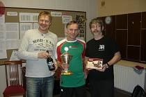 Tři nejlepší kuželkáři. Zleva Roman Jokel (2.), Josef Milota (1.) a Martin Schuster (3.).