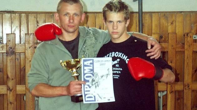 Kickoboxeři  Sokola Mariánské Lázně Sosef Tarant (vlevo) a Tomáš Tarant.