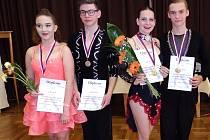 Úspěšní tanečníci. Viktorie Zetková s Lukášem Urbánkem a Adéla Brňáková s Janem Horníkem (zleva).
