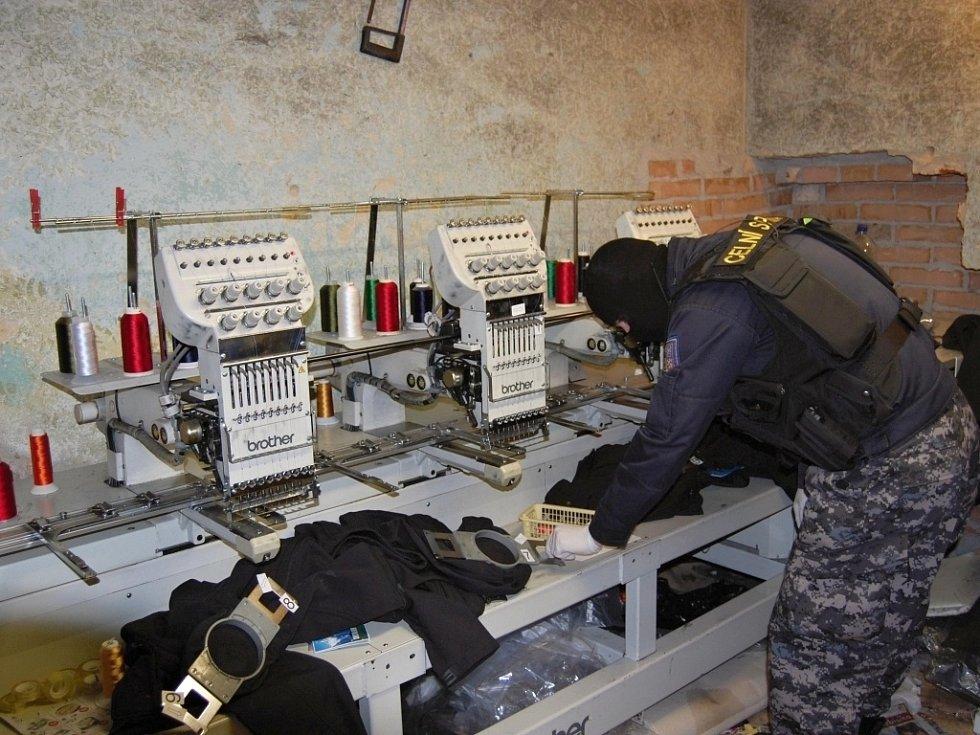 Celníci objevili v Chebu další padělky za miliony korun.