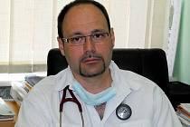 Lékař David Pupala, ordinující v Chebu a nově ve Skalné.