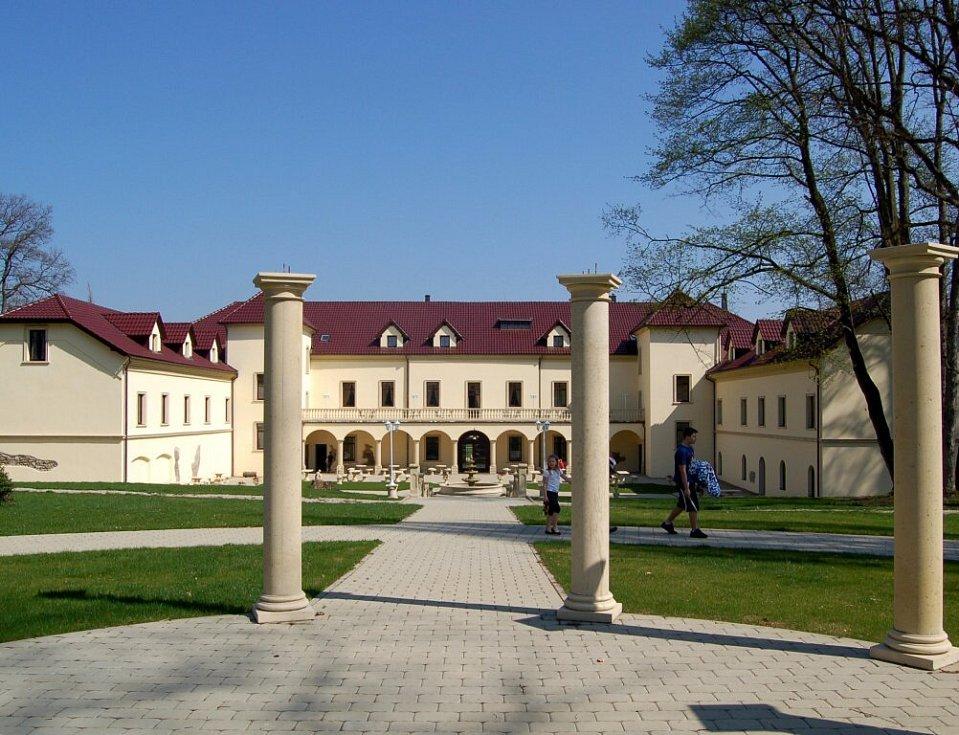 Opravený zámek Kamenný Dvůr