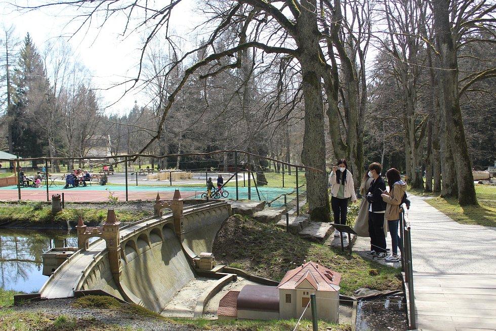 Park Boheminium v Mariánských Lázních v sobotu lákal spoustu návštěvníků.