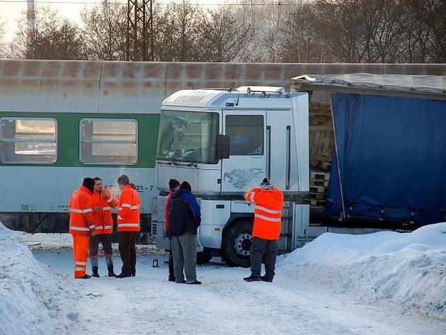 V Hradišti u Chebu narazil vlak do kamionu.