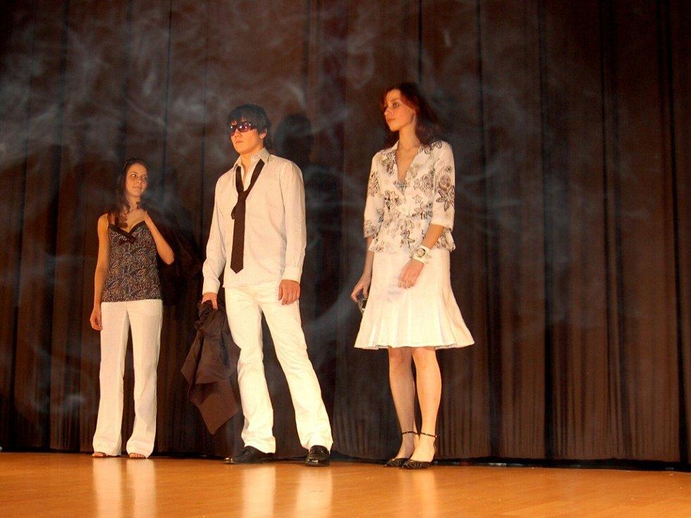 Módní přehlídka Mode show Jaro/léto 2008 v chebském kině Svět