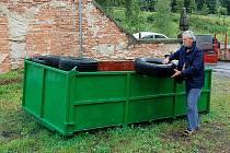 POKUD TO STÁT POVOLÍ, BUDOU MUSET sáhnout Chebané hlouběji do kapsy. Město totiž vybere na poplatcích za svoz komunálního odpadu víc než 14 milionů korun, náklady jsou ale 40 milionů korun.