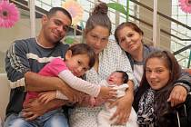 MARKÉTA BAŠKOVÁ bude mít v rodném listě datum narození sobotu 24. srpna v 9.17 hodin. Na svět přišla s váhou 3 300 gramů a mírou 50 centimetrů.  Z malé Markétky se raduje doma v Chebu sestřička Simonka spolu s maminkou Veronikou a tatínkem Romanem.
