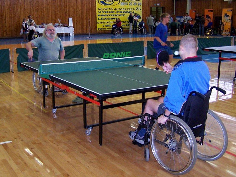 Fotografické ohlédnutí za minulými ročníky mezinárodního turnaje vozíčkářů Cheb Open ve stolním tenise