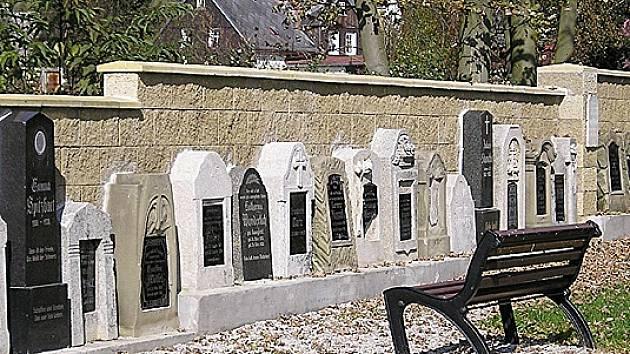 Zrekonstruovaný hřbitov ve Vernéřově na Ašsku